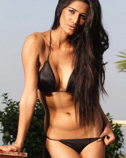 Sizzling Poonam Pandey in her blazing hot look